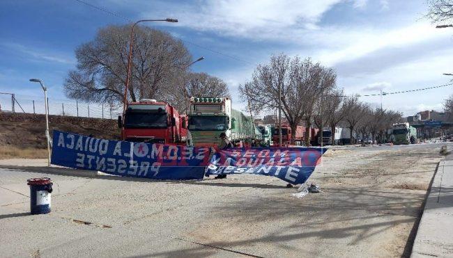 Trabajadores municipales cortaron el acceso al puente internacional en La Quiaca