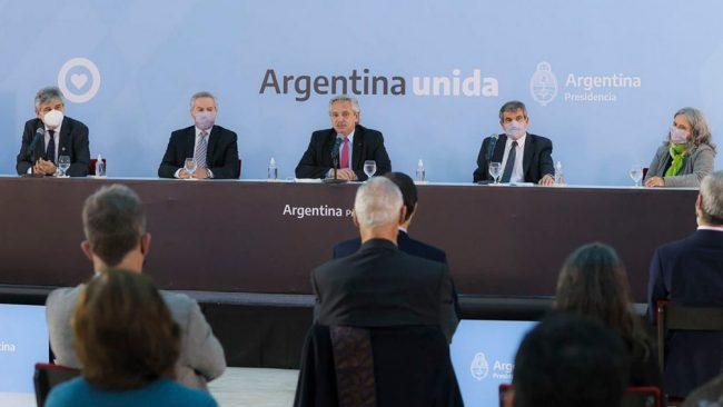 """Fernández: """"Es la diplomacia la que debe llevarnos a recuperar"""" las Islas Malvinas"""