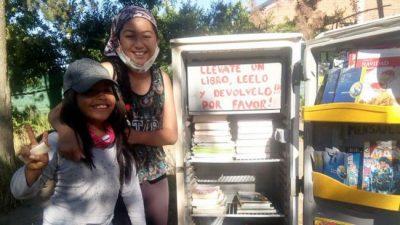 Biblioderas: las heladeras con libros que incentivan la lectura en los barrios más postergados