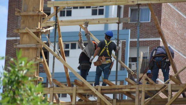 Neuquén recuperó 670 empleos de la construcción