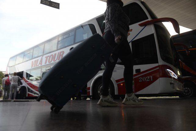 Avanza el proyecto para formalizar el trabajo de los maleteros de la Terminal de Rosario