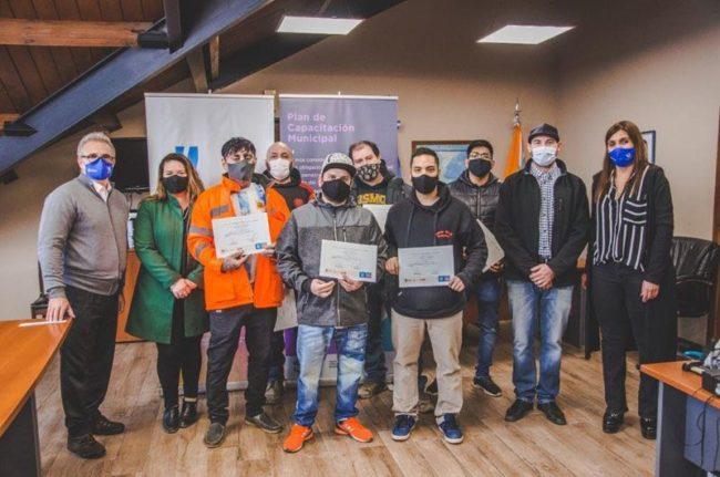 Entregaron certificados a municipales de Ushuaia que se capacitaron en el CENT N° 11