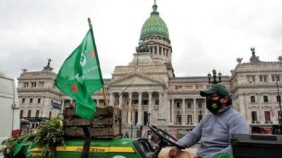 Empezó el acampe de los trabajadores de la tierra con un incidente con Larreta, una movilización y un «feriazo»