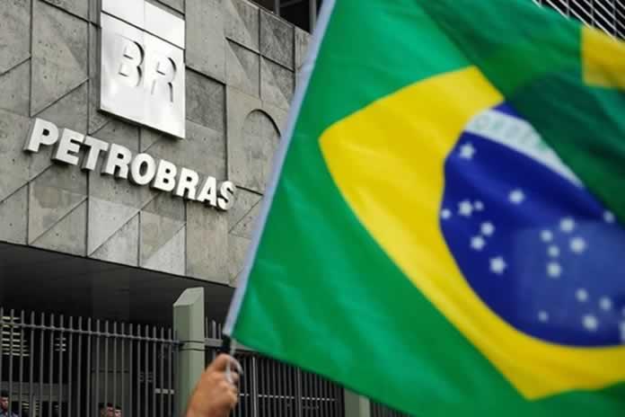Se dispara la nafta en Brasil: aumentó el 73,4% en el 2021 y Bolsonaro habla de vender Petrobras