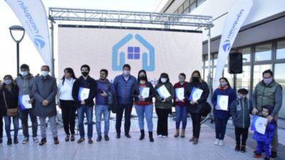 El intendente de Neuquén entregó 150 nuevos lotes con servicios: «Estamos haciendo una ciudad planificada»