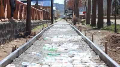 Varvarco ( Neuquén) : usan botellas de plástico como aislante de obra pública